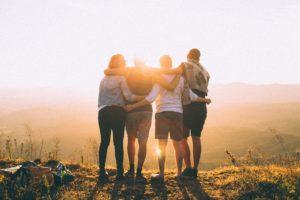 L'art de s'associer avec des amis